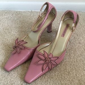Pink heels with flower.